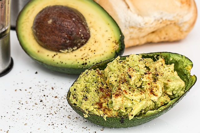 Abacate, exemplo de gordura para uma dieta cetogênica.