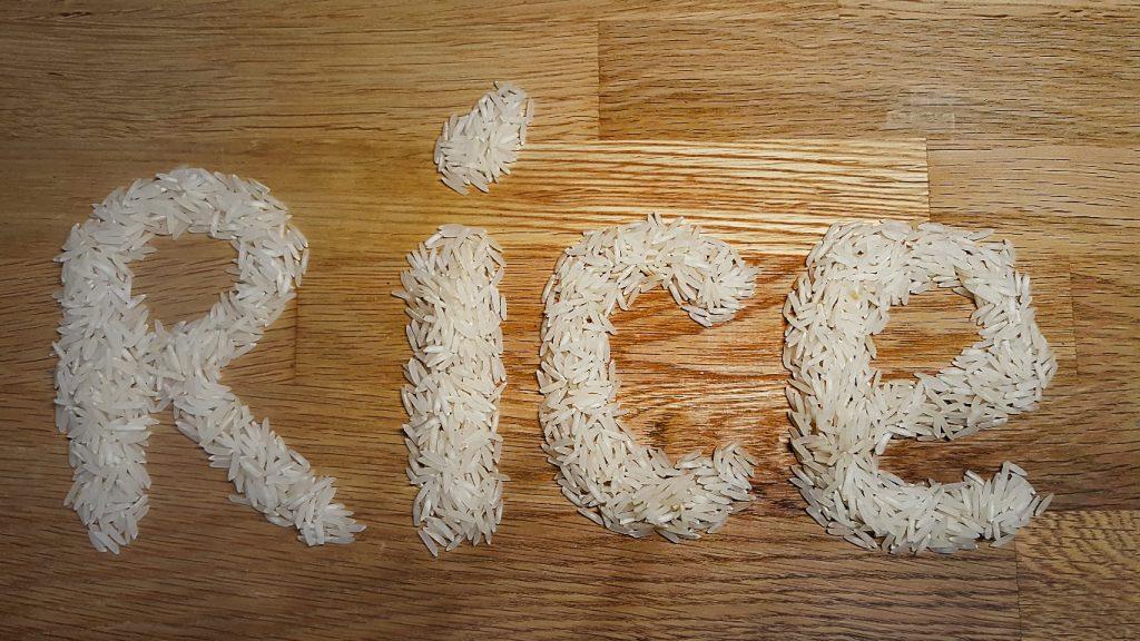 Rice escrito com arroz branco.